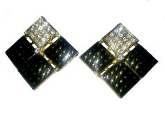 Black white stud earrings, suitable with a funky necklace for a party night