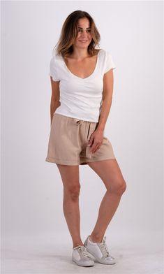 Fitilli V Yaka TshirtKumaş Cinsi  :%95 Viskon %5 ElastanModelin Ölçüleri : 1.68cm / 36 BedenModelin Üstündeki Beden :SmallYıkama Talimatı:Ürünün iç etiket bölümünde gerekli yıkama talimatı yer almaktadır. White Shorts, Casual Shorts, T Shirt, Women, Fashion, Supreme T Shirt, Moda, Tee, Women's