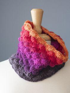 Cowlypso {crochet cowl pattern} — Heather Walpole