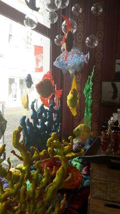 Hocus Pocus zoetwaren Hocus Pocus, Christmas Ornaments, Holiday Decor, Painting, Home Decor, Art, Art Background, Decoration Home, Room Decor