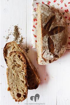 Pane alla birra con farina di segale e semi di anice - Beer, anise seeds and rye flour bread