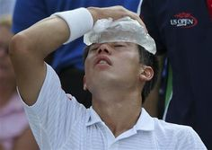 Kei Nishikori, of Japan, applies an ice pack to his forehead to cool down during a break between games against Stan Wawrinka, of Switzerland, during the quarterfinals of the 2014 U.S. Open tennis tournament, Wednesday, Sept. 3, 2014, in New York. (AP Photo/Mike Groll) ▼4Sep2014AP|Djokovic tops Murray for 8th US Open semi in a row http://bigstory.ap.org/article/makarova-beats-azarenka-reach-us-open-semis #US_Open_Tennis_2014 #Kei_Nishikori
