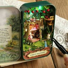 Exclusive Mystical Doll House (Limited Edition) ~ These are so cute! I don't know why I still find miniatures so intriguing, but I do. Diy Home Decor Projects, Craft Projects, Fun Crafts, Diy And Crafts, Wooden Display Stand, Diy Y Manualidades, Altered Tins, Altoids Tins, Miniature Crafts