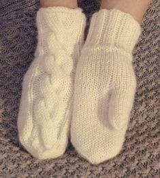 Palmikkolapaset Woolen Socks, Knit Mittens, Knitting Charts, Winter Dresses, Hand Warmers, Handicraft, African Fashion, Needlework, Knit Crochet