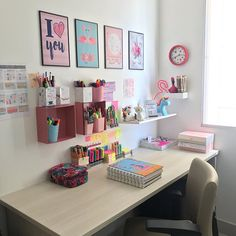 45 Home Office Ideas (Modern Style and Comfortable) ~ Home of Magazine Bedroom Decor For Teen Girls, Girl Bedroom Designs, Room Ideas Bedroom, Cute Room Ideas, Cute Room Decor, Wall Decor, Study Room Decor, Aesthetic Bedroom, Home Office Decor