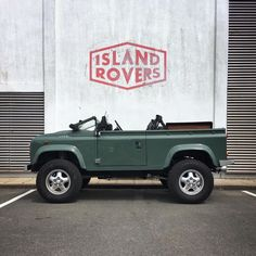 This is kind of inspired by 's new carpark artwork✌🏼. Hats off (quite literally) to the roofless… Defender 90, Land Rover Defender, Cafe Racer Bikes, Off Road, Future Car, 4x4, Jeep, Wheels, Land Rovers