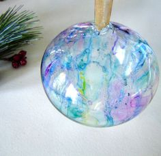 How to Colour Glass Ornaments with Sharpies  I love this its really cool!!! cant wait to try !