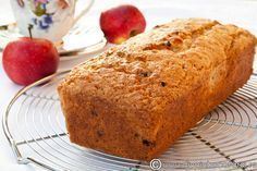CHEC DE POST CU MERE RASE SI STAFIDE | Diva in bucatarie Spanish Desserts, No Cook Desserts, Healthy Dessert Recipes, Sweets Recipes, Baby Food Recipes, Vegan Recipes, Cooking Recipes, Vegan Sweets, Vegan Desserts