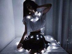 кровать, ярко, темнота, гирлянда, девушка, свет, одинокий, ночь, романтично, грустно, белый
