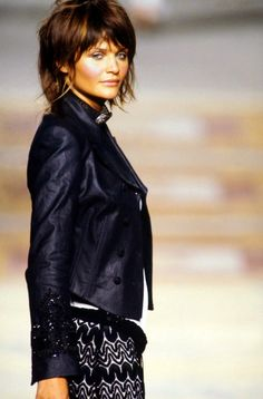Helena Christensen walked for Martine Sitbon Spring/Summer 1994 - Cool Short Summer Bob Medium Hair Cuts, Short Hair Cuts, Medium Hair Styles, Short Hair Styles, Good Hair Day, Great Hair, Corte Y Color, Grunge Hair, Layered Hair