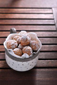 Italian food - Castagnole. Can any of you translate Italian?  I can!
