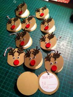 14 december til og fra kort camilla s syslerier Noel Christmas, Christmas Gift Tags, Christmas Crafts For Kids, Christmas Activities, Xmas Crafts, Christmas Decorations, Christmas Ornaments, Theme Noel, Holidays And Events