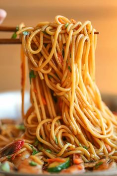 Asian Garlic Noodles - Easy peasy Asian noodle stir-fry using pantry ingredients that you already have on hand.