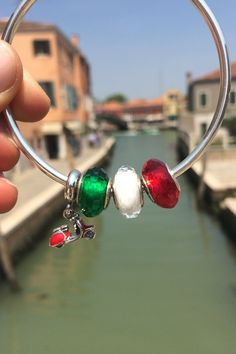 We have enjoyed our visit at the Venetian island of Murano in Italy where Murano glass has been a famous product for centuries. Where will your next holiday take you? #PANDORA #PANDORAcharm #PANDORAbracelet