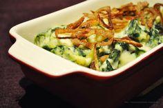 Spinatspätzle aus dem Ofen mit frischen Röstzwiebeln
