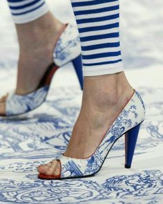 Blue toile shoes by Jean-Charles ~ Fancy Shoes, Me Too Shoes, Blue And White Jeans, Johann Wolfgang Von Goethe, Mode Shoes, Bleu Turquoise, Love Blue, White Fashion, Shades Of Blue