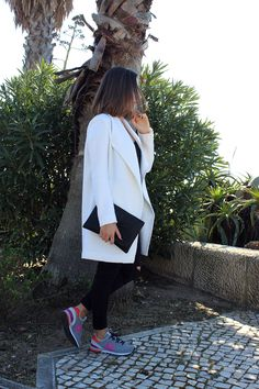 #whitejacket, #whitejacketlook, New Balance, Black Clutch, Outfit, Look, Street Style, Fashion, Fashion Blog http://messtyleblog.blogspot.pt/