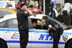 """סוכנות משטרה ראשונה בארה""""ב מאמצת את השימוש במערכת חדשה שרבים סבורים שטומנת בחובה את ההבדל בין חיים למוות. מדובר במערכת האוטומטית לאיתור פציעה (AID), המאתרת בשניות אם פאנל החישה של השוטר נפגע על ידי קליע או סכין. לאחר מכן פאנל המערכת שולח התראה אוטומטית לטלפון,"""