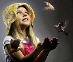 Que as mãos só se ergam para agradecer o amor e a vida!   Marilene Azevedo