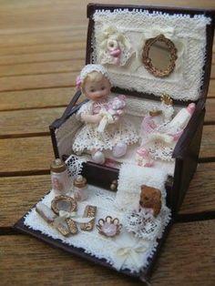 Helena's Miniatures: Een Trousseau Part 2 Tiny Dolls, Old Dolls, Antique Dolls, Vintage Dolls, Dollhouse Dolls, Miniature Dolls, Dollhouse Miniatures, Doll Display, Beautiful Dolls