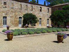Aude abbaye de Fontfroide haut lieu touristique de l'Aude guide du tourisme de l'Aude