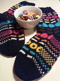 Ravelry: Lakusukat pattern by Anni H Knitting Videos, Knitting Charts, Knitting Socks, Knitting Projects, Hand Knitting, Knitted Slippers, Knitted Hats, Yarn Ball, Fair Isle Knitting