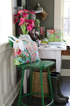 I want this room...bad ! Love the grey walls..snow white woodwork..that olden green stool..love it all....