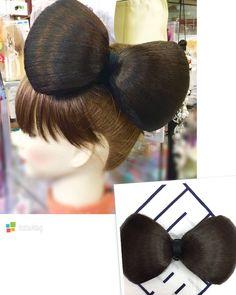 特大のリボン型ヘアピースを作ってみました実物はかなり大きいのですが着けてみるとミニーマウスっぽい可愛さを醸し出しますこちらは自社工場で結い上げてますので色や大きさなど自由自在にお作り出来ます #リボン #ヘアピース #髷 #髪型 #ヘアアレンジ #オーダーメイド #浅草 #コマチヘア #ribbon #hairpiece #hairstyle #hairarrange #ordermade #asakusa #komachihair