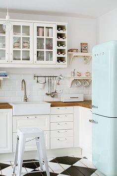 Love the fridge, the floor, the glass-front cupboards. Country Kitchen, New Kitchen, Vintage Kitchen, Kitchen White, Vintage Fridge, Retro Fridge, Kitchen Modern, Nordic Kitchen, Neutral Kitchen