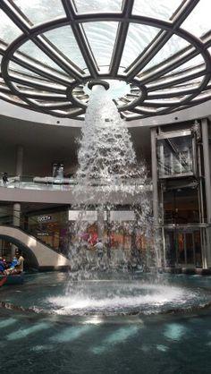 Whirlpool Fountain - Marina Bay Sands