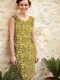 This relaxed-fit woven dress woven dress has stylish roll up sleeves and a beautiful flower bud print with a fabric belt nipping in the waist. Style this flattering dress with flats and a cardi for a lovely daytime look.