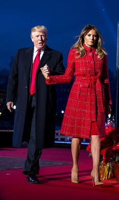 Melania Trump wearing Chanel Pre-Fall 2017 and Christian Louboutin So Kate Nats Pumps Milania Trump Style, Perrie Edwards Style, Malania Trump, Chic Outfits, Fashion Outfits, Donald And Melania, Trump Is My President, First Lady Melania Trump, Star Fashion