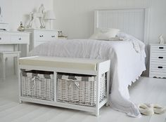 Gatsby White Storage Bench In Bedroom