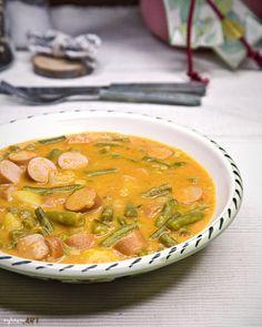 Fisolen Gulasch, schnell und einfach, Eintopf Austrian Recipes, Thai Red Curry, Meal Planning, Ethnic Recipes, Cooking, Food, Goulash, Stew, Chef Recipes