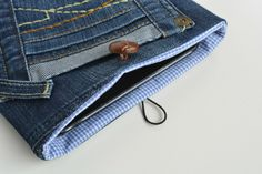 upcycled-denim-tablet-case-quick-and-esy-tu-torial-click-through-to-the-blog-for-diy-step-by-step-instructions-for-this-denim-gift