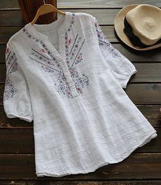 In a cosy style, this easy-to-wear casual embroidered top is an essential to add to your wardrobe for fall. More comfy o Kurta Designs, Blouse Designs, Blouse Patterns, Tops Bordados, Boho Fashion, Fashion Dresses, Embroidered Clothes, Embroidery Dress, Blouse Styles