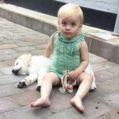 Sif og Huxie nyder det dejlige vejr med en pause i skyggen❤️sneklokke dragt strikket i Pima bomuld #mode #kreativ #babymode #strik #knit #babyfashion #babystrik #instafashion #mode #kreativ #babymode #strik #knit #babyfashion #babystrik #jentestrikk #knitinspo123 #knitforkids #knitterofinstagram #norskbarnemote #knitting_inspiration #crocheting #hækling  #gavestrik  #knitforyourkid  #følgstrikkere  #handmade  #homemade #homemade  #håndarbejde  #egoknit  #hvalpe