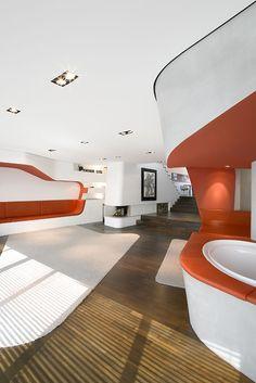 Loft Gleimstraße, Berlin. GRAFT Architekten.  Im Berliner Loft Gleimstraße verschmelzen Wände, Decken und eingebaute Möbel zu einem Kontinuum.