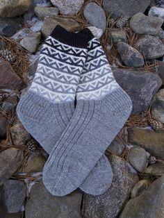 Otis (Ravelry) by Tanssivat Puikot Crochet Socks, Knit Socks, Knitting Socks, Hand Knitting, Knitting Patterns, Knit Crochet, Marimekko Fabric, Winter Socks, Colorful Socks