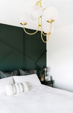 A focal wall in your bedroom can add so much pop to your decor! Dark green is a gorgeous paint color choice and it stands out so well in a minimalist white bedroom, and it makes the most of architectural details. Find inspiration for your bedroom decor! Emerald Green Bedrooms, Emerald Bedroom, Green And White Bedroom, Green Bedroom Walls, Dark Green Rooms, Green Bedroom Decor, Green Accent Walls, Accent Wall Bedroom, Room Ideas Bedroom