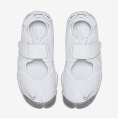 69398977b905 NIKE Women s Air Rift White Leather Split Toe Shoe These are in ...
