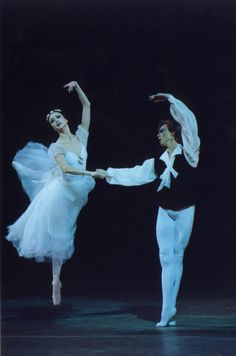 Zhanna Ayupova and Vladimir Malakhov in Les Sylphides. Photo © Natasha Razina.