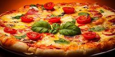 Udělejte si doma Itálii. Šéfkuchař Marek Rauvolf, který sbíral zkušenosti přímo na Apeninském poloostrově, vám ukáže, jak si připravit pravou pizzu, a prozradí i triky, jak dát klasice trochu jiný kabát. Sam's Pizza, Thin Crust Pizza, Italian Entrees, Italian Recipes, Empanadas, Pizza Restaurant, Pizza Recipes, Vegetable Pizza, Vegans