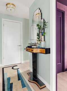 I spotted this apartment by Seattle and New York based interior designer Allison Lind and had to share because it is bold, colourful, and glamourous with a fabulously posh art deco vibe. I am complete