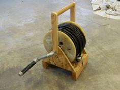 Garage Tools, Garage Workshop, Woodworking Machinery, Woodworking Jigs, Cool Tools, Diy Tools, Garage Organization Tips, Hose Storage, Electrical Tools