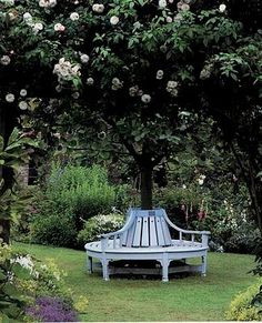 garden seating There was a tree bench around the tree in our back yard back when I was a kid in the I have never seen one since. Tree Seat, Tree Bench, Bench Around Trees, Dream Garden, Home And Garden, Lush Garden, Landscape Design, Garden Design, Garden Seating