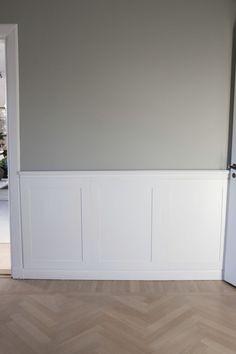 Väggpanel DIY Beautiful Interior Design, Home Interior Design, Flur Design, Hallway Designs, Compact Living, White Paneling, Panelling, Living Room Remodel, Wall Colors