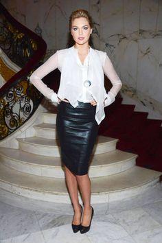 Kate Upton - quero uma saia de couro pretaaaa!
