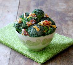 Super-easy broccoli salad for summer potlucks and picnics. www.foodtasticmom.com