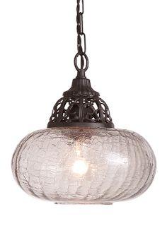 """En loftlampe i romantisk stil med forarbejdede detaljer og smukt lysskær. Af røgfarvet krakeleret glas og metal. Højde 24 cm. Ø 23,5 cm. Kæde og stofledning, længde 1,4 m. Stor sokkel E27. Maks. 60W.  <br><br>OBS! Nogle loftlamper/pendler leveres med svensk """"loftstik""""som ikke kan benyttes i Danmark. Stikket klippes af og ledningen tilsluttes direkte i roset (lampeudtag) eller monteres med lampestikprop. Alle vores lamper er CE-godkendte."""